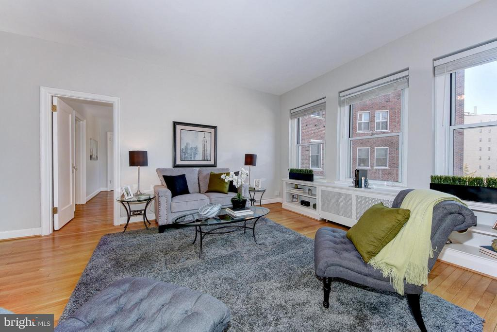 Living Room with High Ceilings - 3601 CONNECTICUT AVE NW #312, WASHINGTON