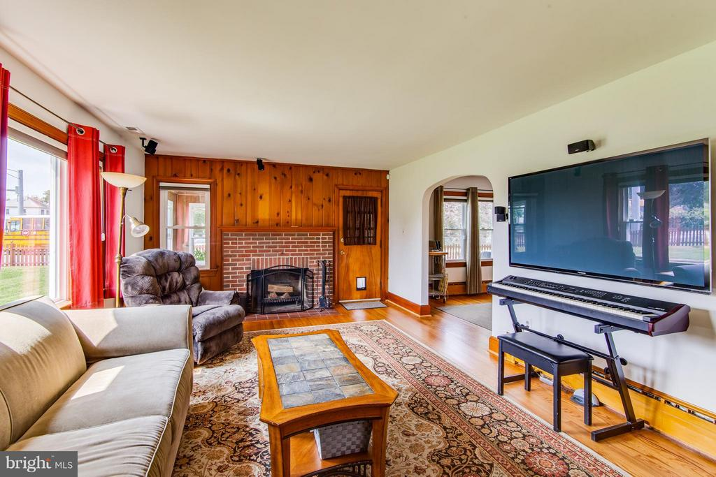 Family Room - 9517 FAIRVIEW AVE, MANASSAS