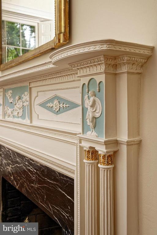 Drawing Room Mantel Detail - 301 SAINT ASAPH ST S, ALEXANDRIA
