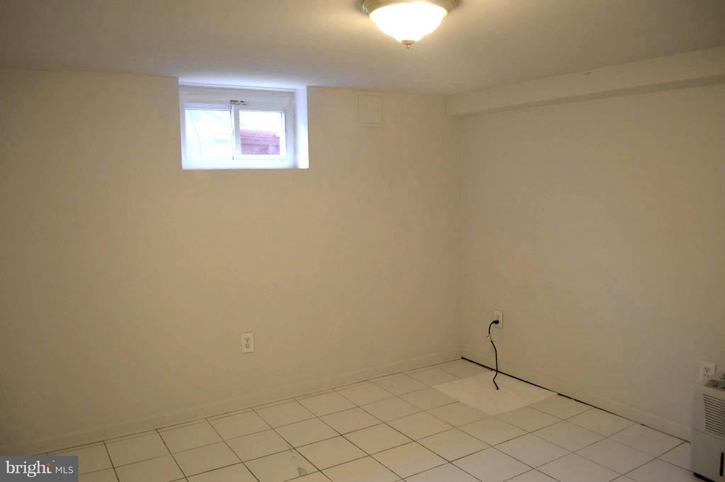 Lower level Front Bedroom #4 - 4206 31ST ST, MOUNT RAINIER