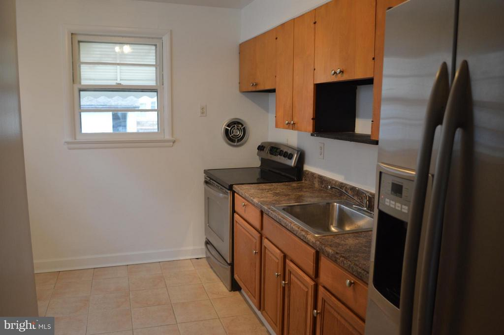Kitchen with stainless appliances - 4206 31ST ST, MOUNT RAINIER