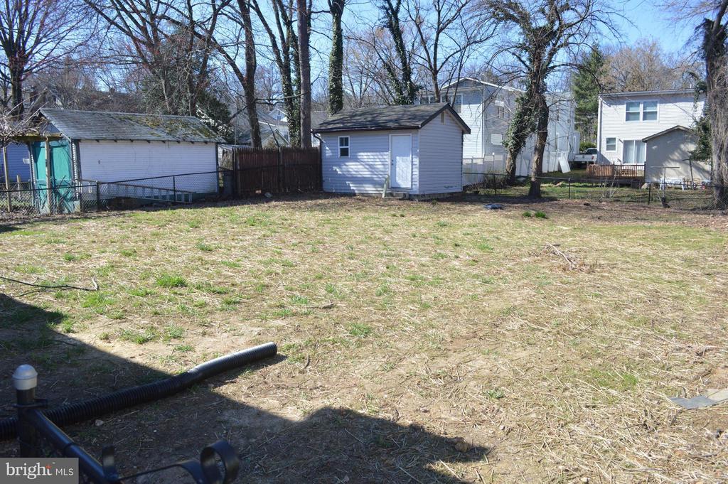 Leveled fenced backyard - 4206 31ST ST, MOUNT RAINIER