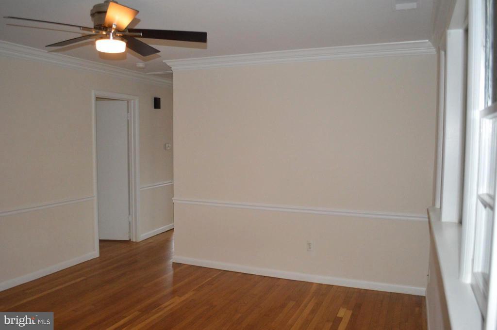 Living Room looking to hallway - 4206 31ST ST, MOUNT RAINIER