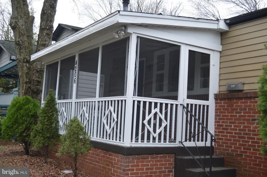 Screened front porch - 4206 31ST ST, MOUNT RAINIER