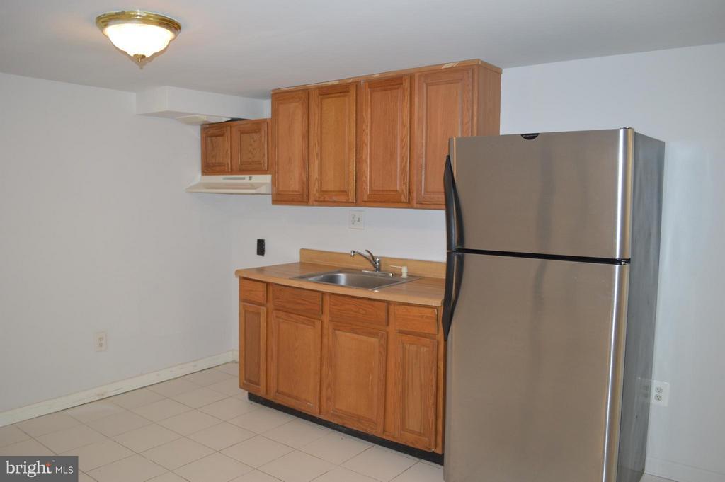 Lower level kitchen - 4206 31ST ST, MOUNT RAINIER