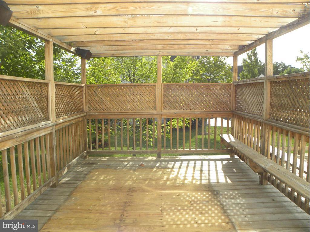 Exterior view - Rear deck - 43114 LLEWELLYN CT, LEESBURG