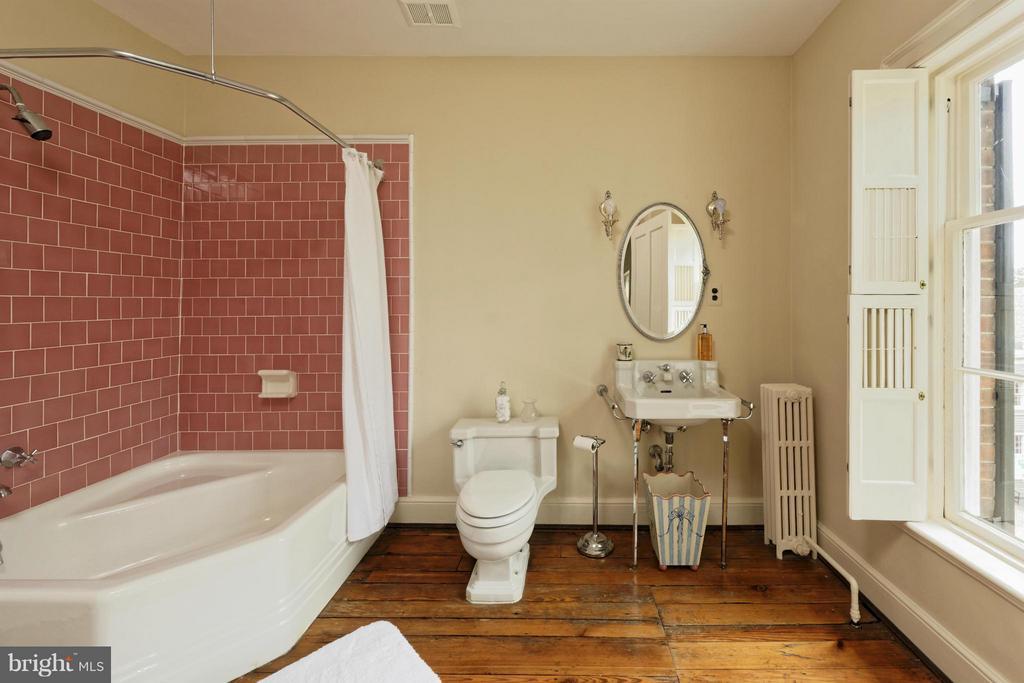 Bath on Upper 2 - 301 SAINT ASAPH ST S, ALEXANDRIA