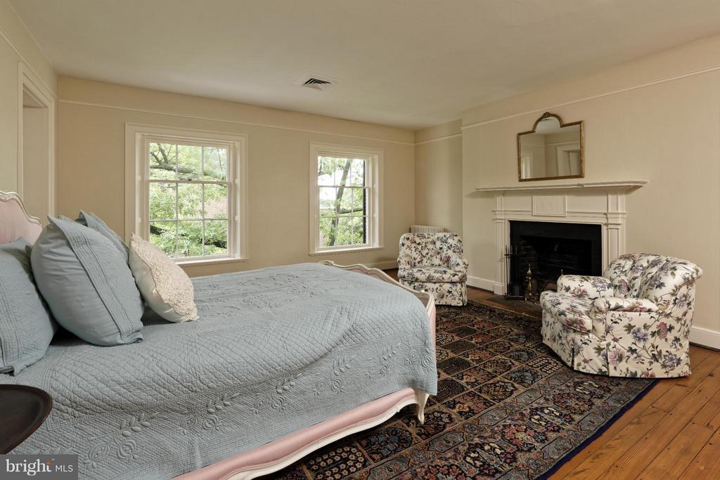 Bedroom 4 on Upper 2 - 301 SAINT ASAPH ST S, ALEXANDRIA