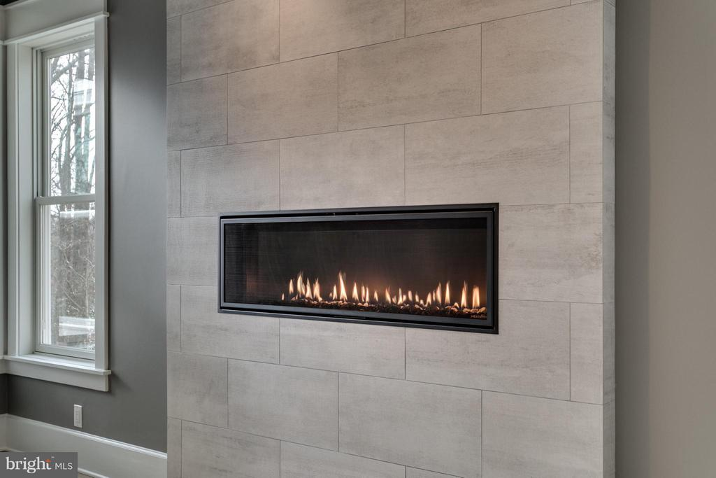 Modern Fireplace Option - 3859 GANELL PL, FAIRFAX
