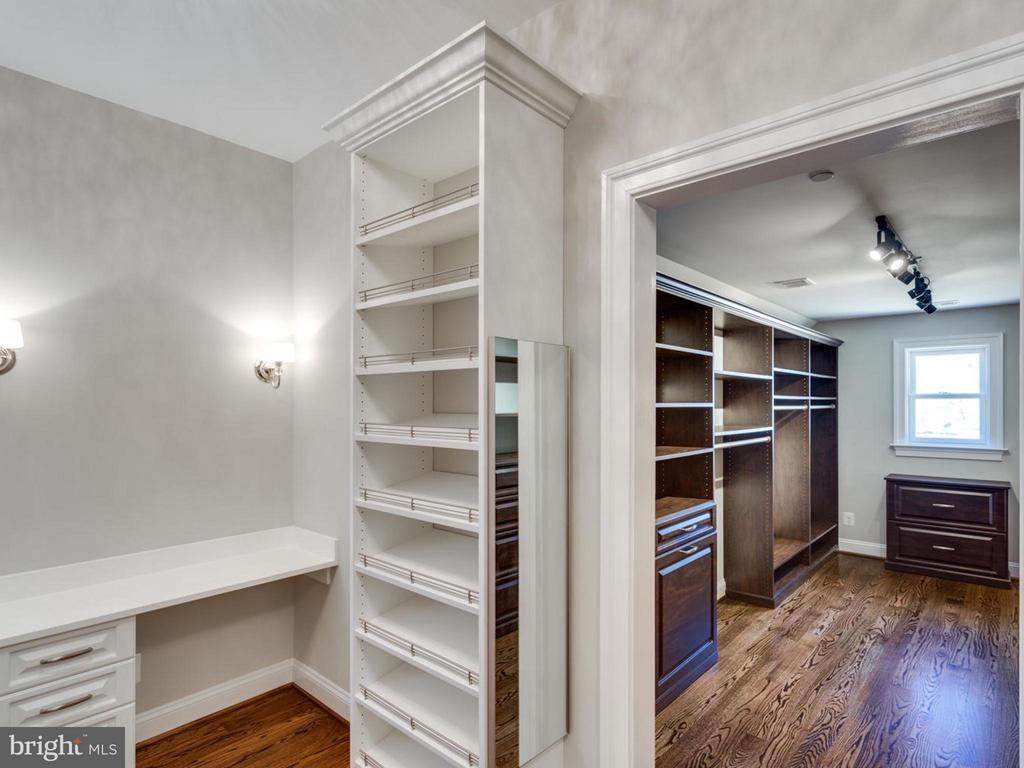 His and Her Custom Closet - 3859 GANELL PL, FAIRFAX