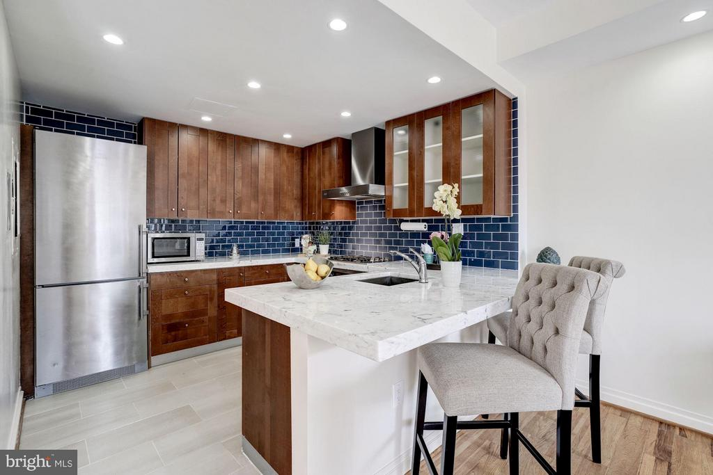 Kitchen with open bar - 3251 PROSPECT ST NW #412, WASHINGTON