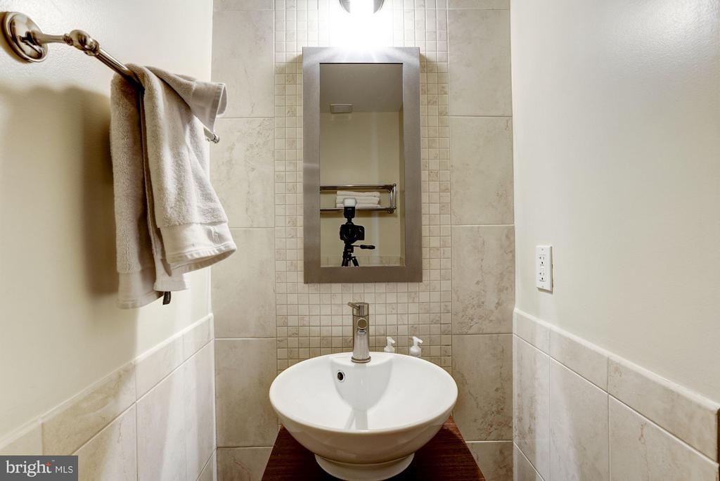 Main floor powder room - 3251 PROSPECT ST NW #412, WASHINGTON