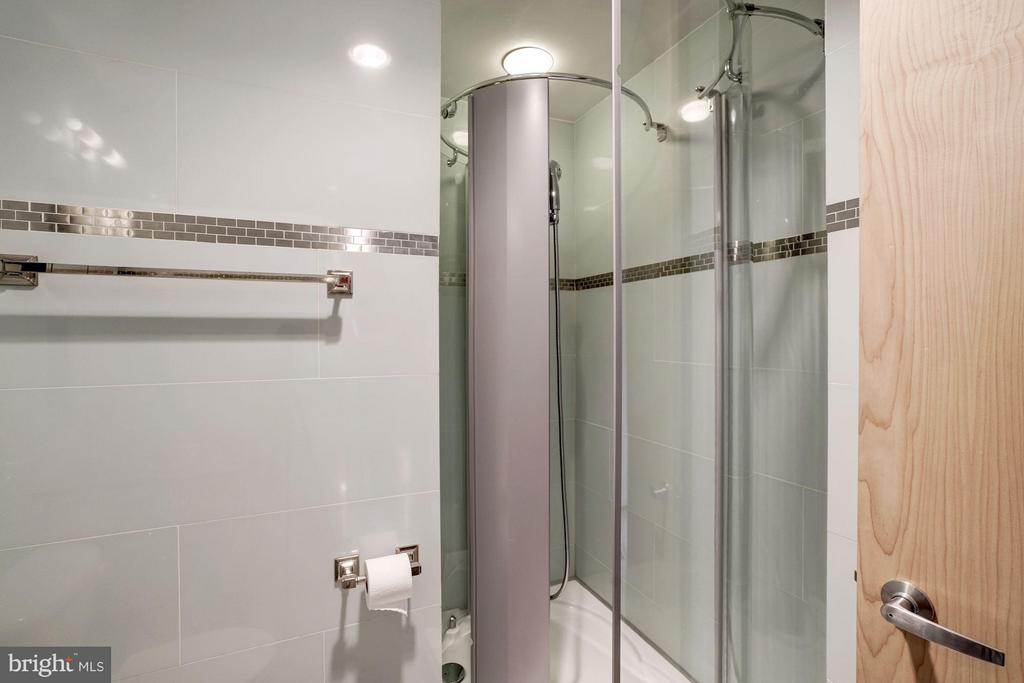 Porcelanosa glass shower in 2nd bathroom - 3251 PROSPECT ST NW #412, WASHINGTON