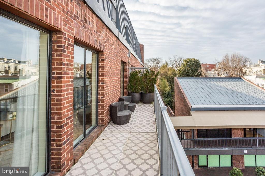 Large balcony with Georgetown views - 3251 PROSPECT ST NW #412, WASHINGTON
