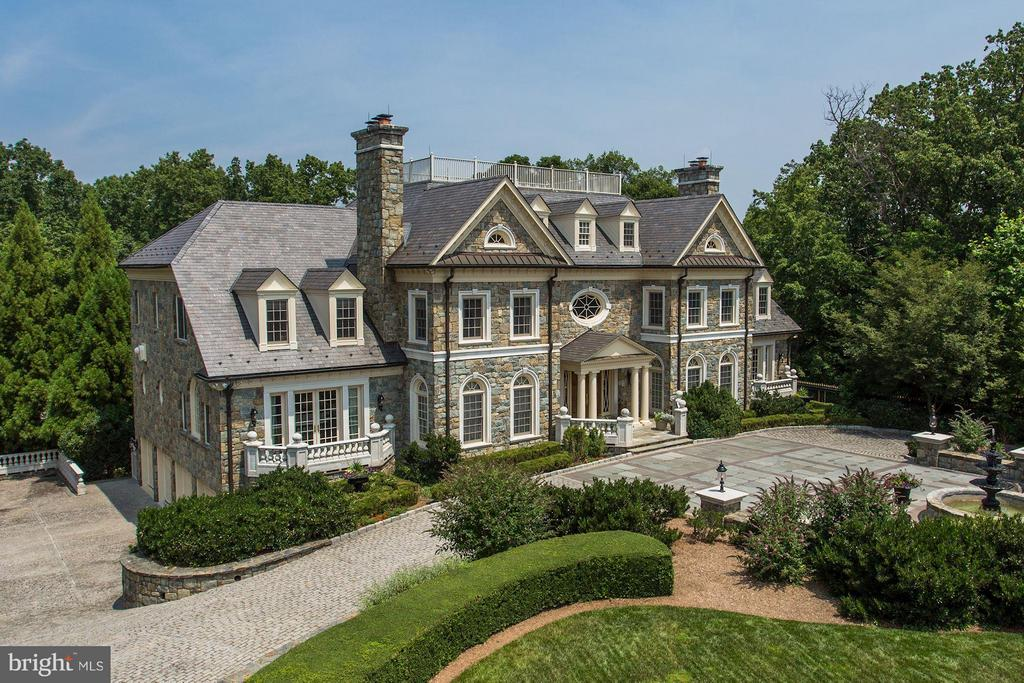 Gorgeous stone exterior and 4 car garage parking - 7984 GEORGETOWN PIKE, MCLEAN