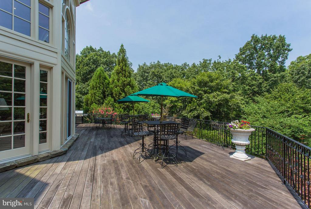 Beck deck off main level, perfect for entertaining - 7984 GEORGETOWN PIKE, MCLEAN