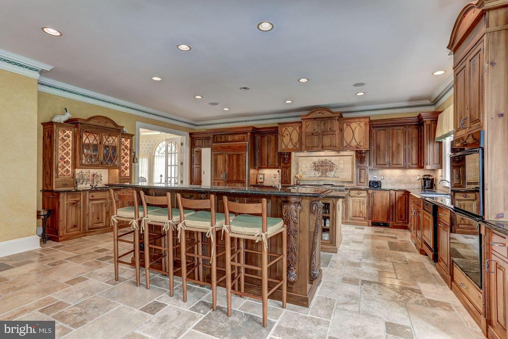 Large eat in kitchen with every amenity - 7984 GEORGETOWN PIKE, MCLEAN
