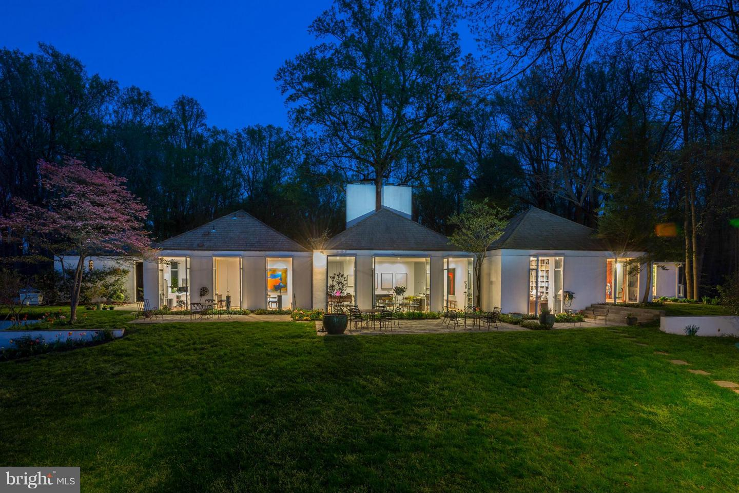 Single Family for Sale at 7710a Georgetown Pike McLean, Virginia 22102 United States