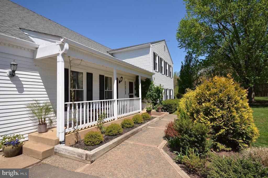 Lovely Front Porch - 14490 LIGHTNER RD, HAYMARKET