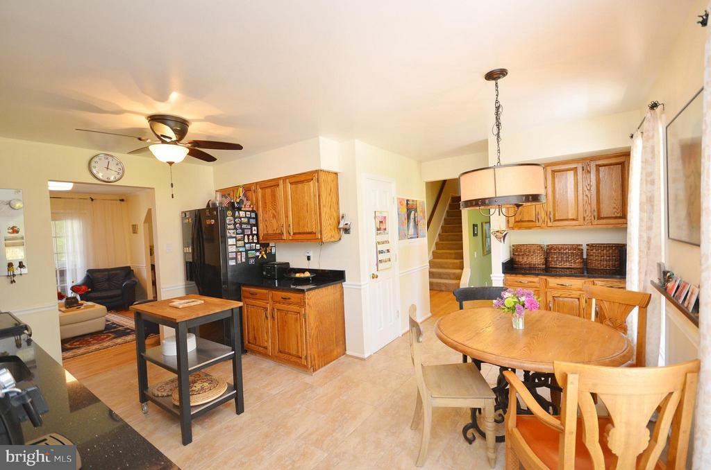 Kitchen with Breakfast Area - 14490 LIGHTNER RD, HAYMARKET