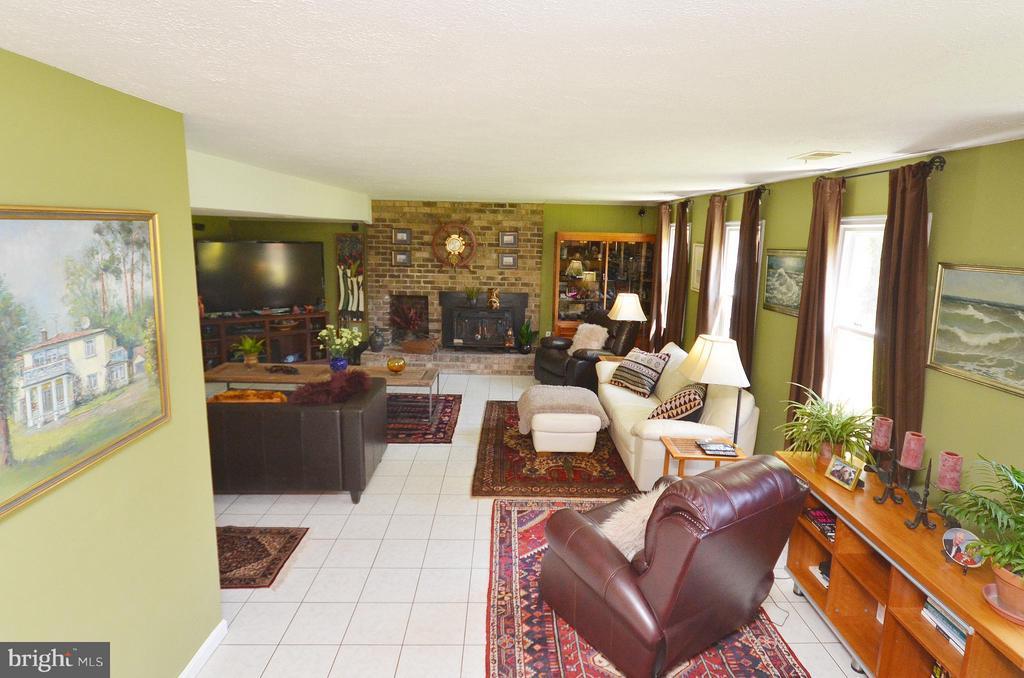 Great Family Room with Wood Stove - 14490 LIGHTNER RD, HAYMARKET