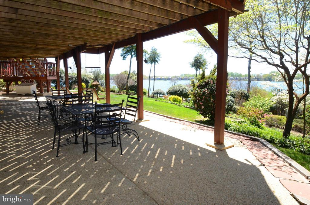 Huge patio covered by large deck - 2808 DEEPWATER TRL, EDGEWATER