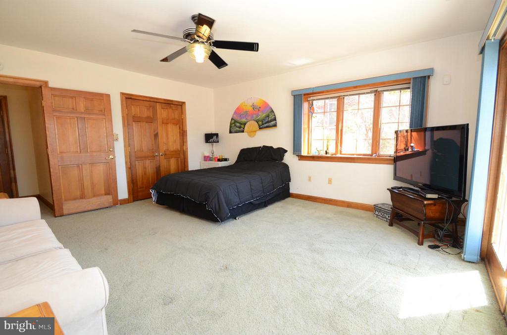 Lower Level 3rd Bedroom with walkout to patio - 2808 DEEPWATER TRL, EDGEWATER
