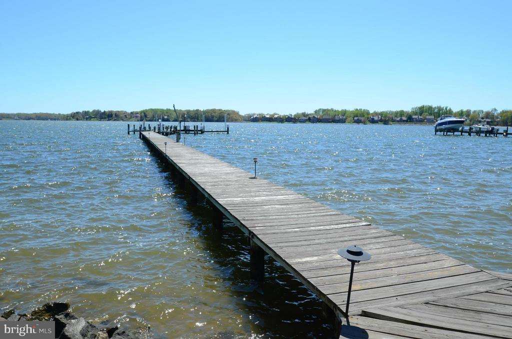 Large dock with spacious deck - 2808 DEEPWATER TRL, EDGEWATER