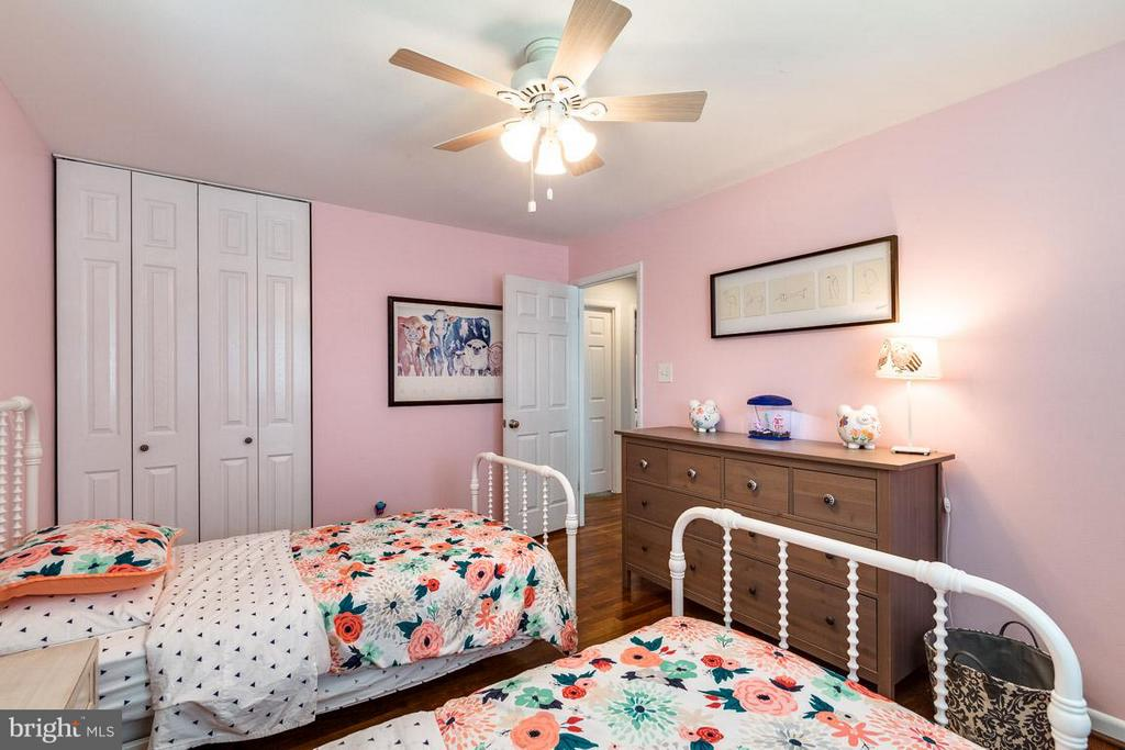 Generously Sized Bedroom #2 - 5004 ROSLYN RD, ANNANDALE