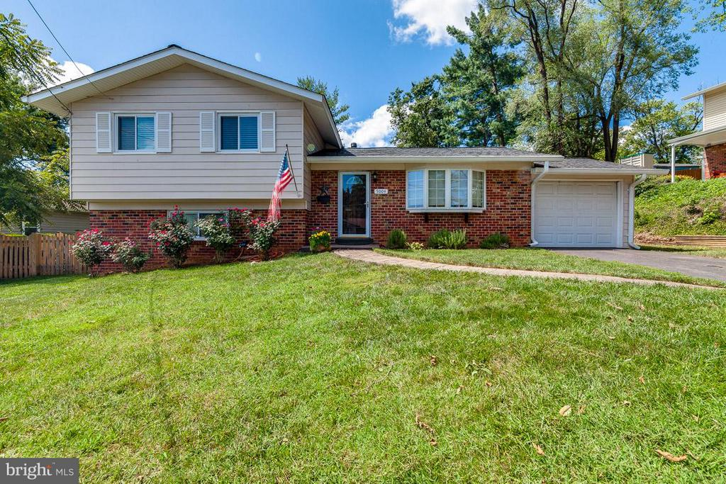 Curb appeal! - 5004 ROSLYN RD, ANNANDALE