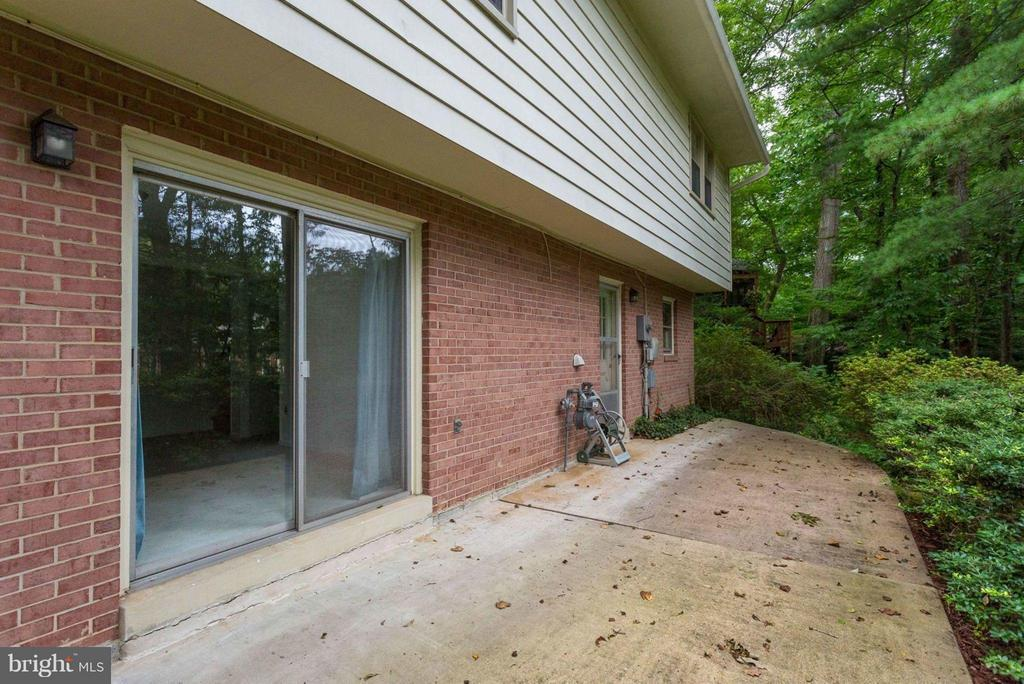 Great Concrete Patio! - 8317 EPINARD CT, ANNANDALE