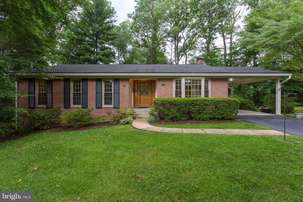 Lovely Quiet Setting - 8317 EPINARD CT, ANNANDALE