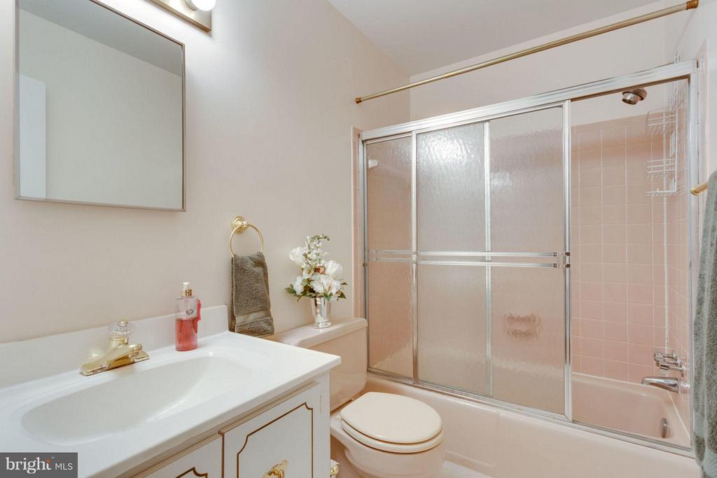 Hall Bath - 8317 EPINARD CT, ANNANDALE