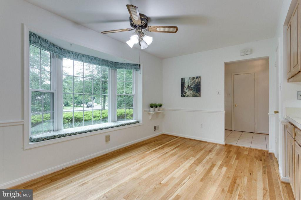 Kitchen Bay Window with Window Seat! - 8317 EPINARD CT, ANNANDALE