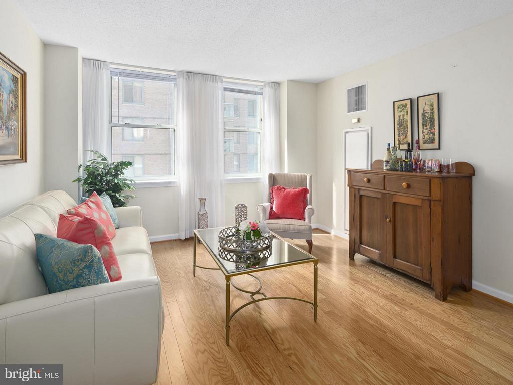 Living Room - 900 TAYLOR ST #525, ARLINGTON