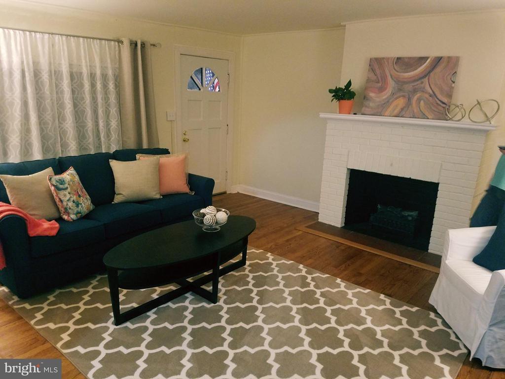 Mid Level Apt Living Room - 15 NEWMAN, ANNAPOLIS