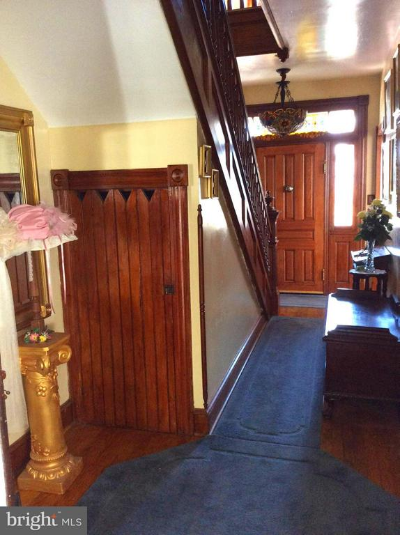 BOAST GORGEOUS HEART PINE FLOORING THROUGHOUT - 7814 ROCKY SPRINGS RD, FREDERICK