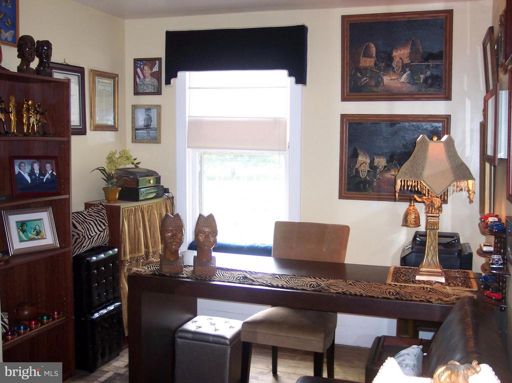 GREAT SPACE FOR YOUR HOME OFFICE - 7814 ROCKY SPRINGS RD, FREDERICK