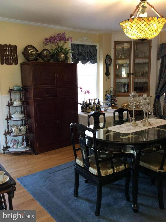 2ND DINING FOR ALL THOSE FAMILY GATHERINGS - 7814 ROCKY SPRINGS RD, FREDERICK