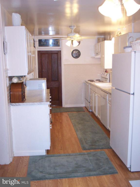 BRIGHT KITCHEN - 7814 ROCKY SPRINGS RD, FREDERICK