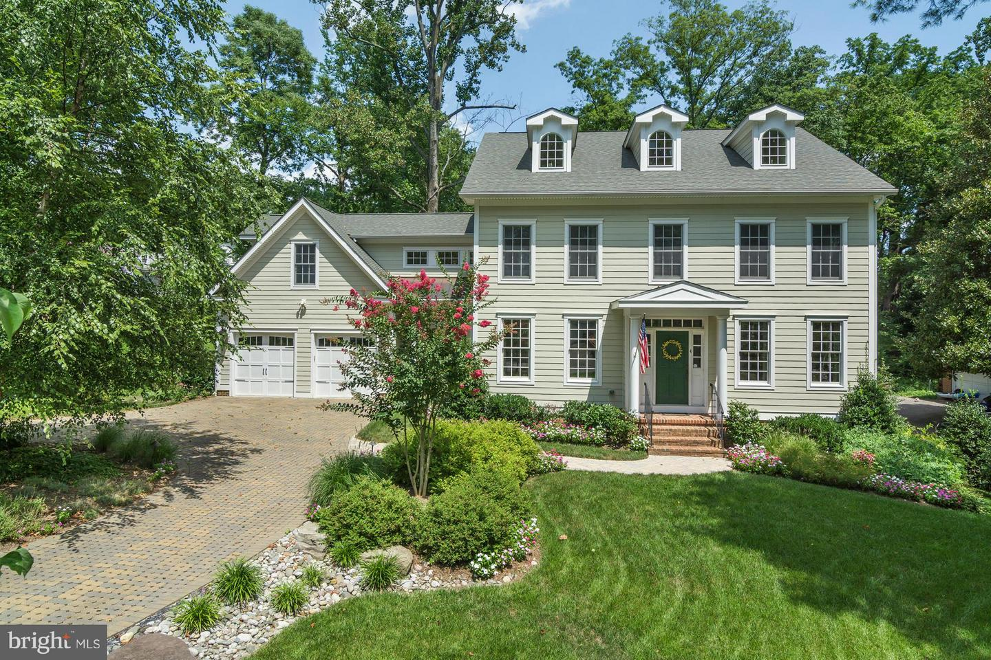 Photo of home for sale at 4 Ridge Road, Annapolis MD