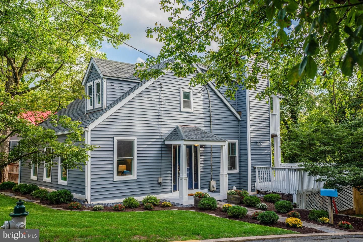 Single Family for Sale at 30 Wellesley Cir Glen Echo, Maryland 20812 United States