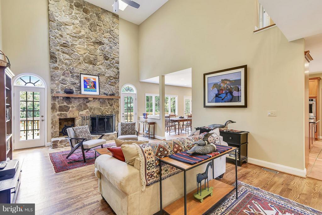 Family Room - 1515 WINDSTONE DR, VIENNA