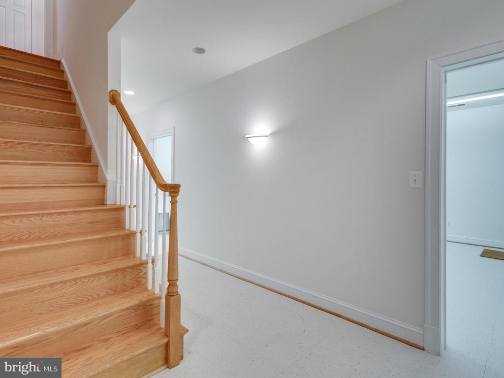 Stairs to Lower Level - 2313 POWHATAN ST N, ARLINGTON