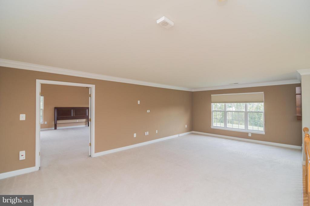 Large loft area on the upper level - 25975 MCCOY CT, CHANTILLY
