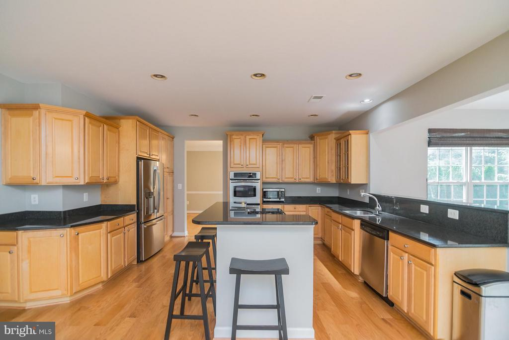 Lots of cabinet space and new hardwood floors. - 25975 MCCOY CT, CHANTILLY