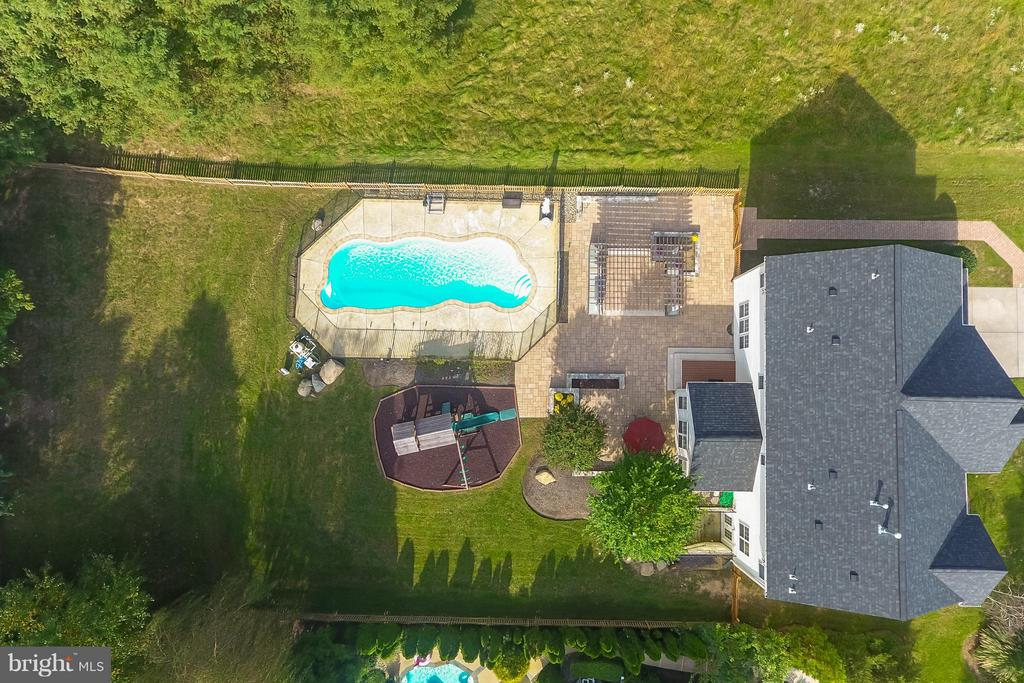 Ariel view of the large yard & it's amenties - 25975 MCCOY CT, CHANTILLY