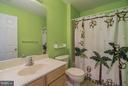 Full bathroom located between 2 bedrooms - 25975 MCCOY CT, CHANTILLY