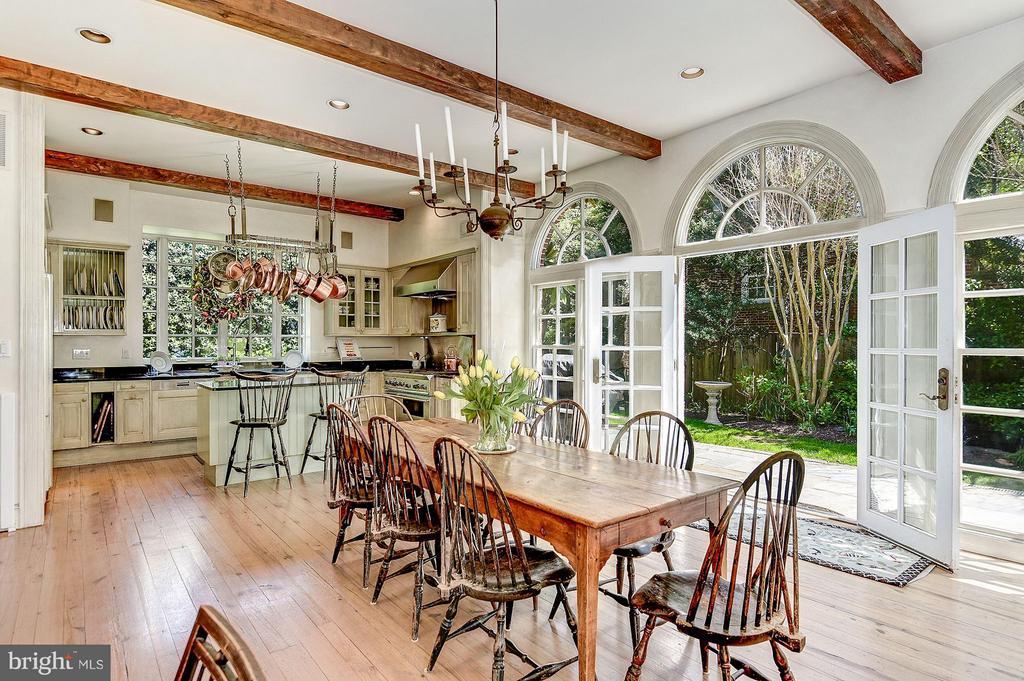 Stunning Kitchen with walkout to garden - 2727 34TH PL NW, WASHINGTON