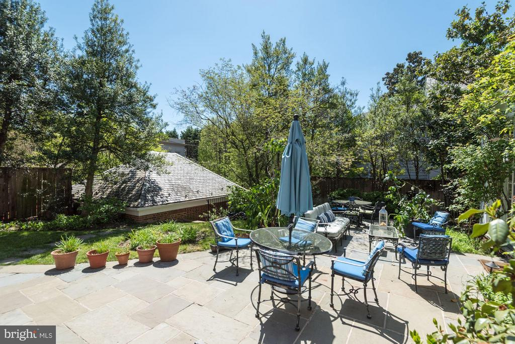 Large private patio - 2727 34TH PL NW, WASHINGTON